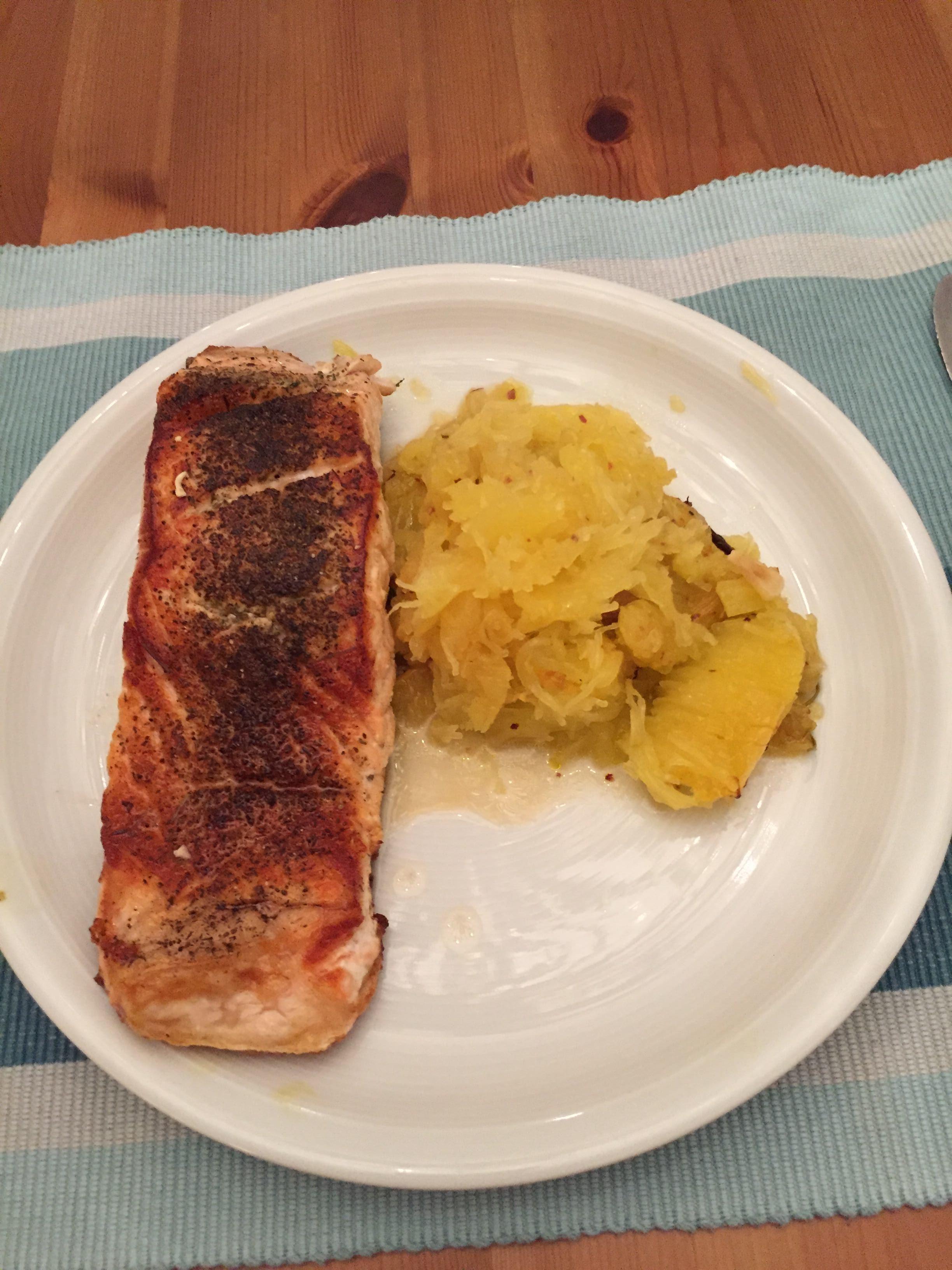Fisch und Frucht – eine irre Kombination von Lachsfilet und Spaghettikürbis